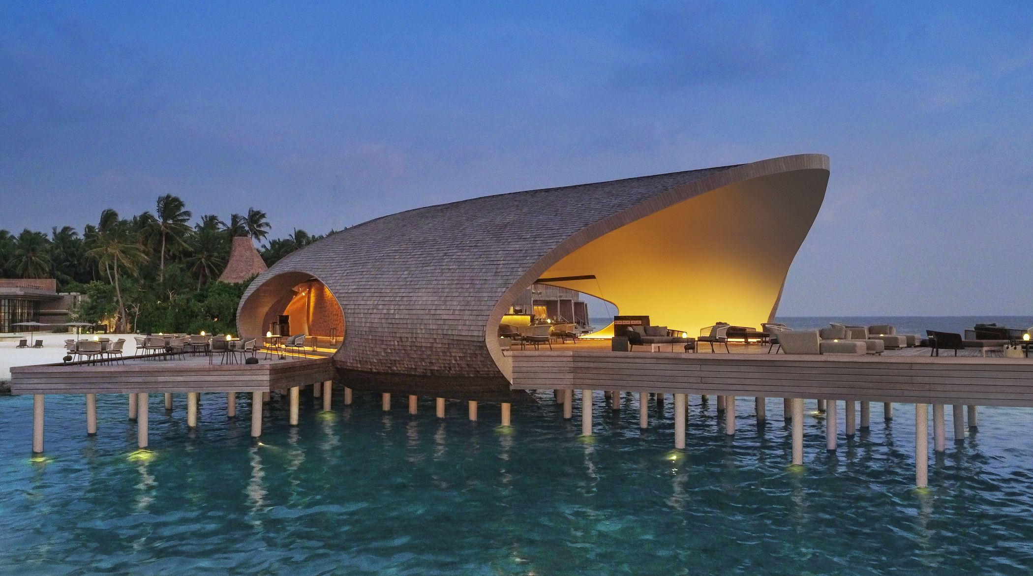 Warner Wong Design creates Island-inspired hotel bar in the Maldives
